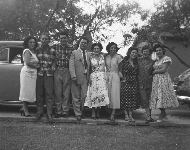 L-R Alice, Carl, Daniel, Robert, Minnie Hilda, Lucy, Gloria, Patsy