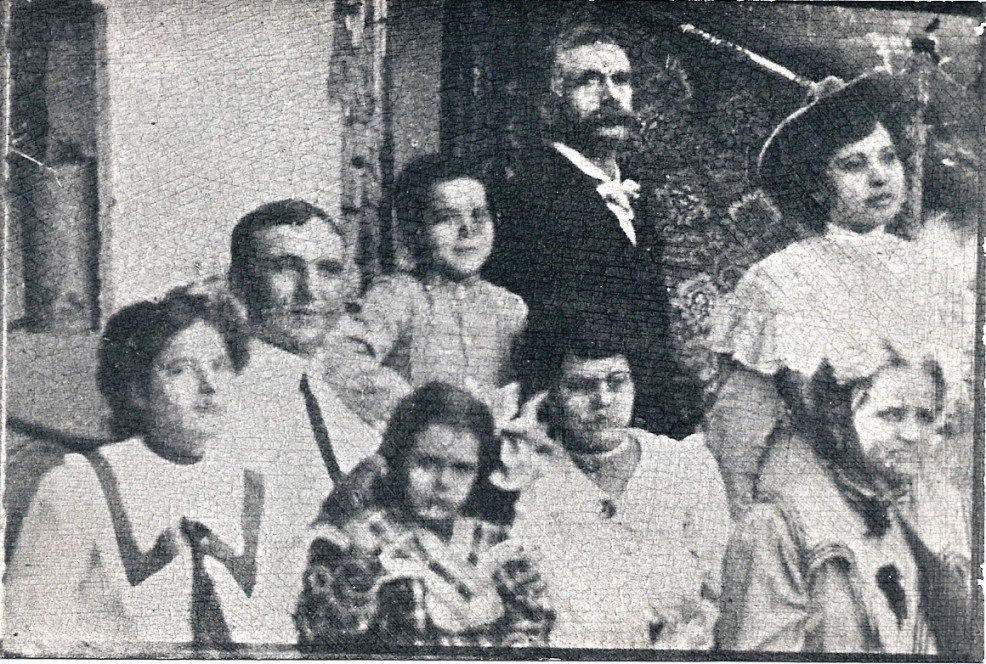 The Leonard's in Mexico about 1905L-R Mary, Jim Pickens, Daniel 3rd, Daniel 2nd, lady friend, Bottom: L-R Alicia, Josephine, and Aurelia